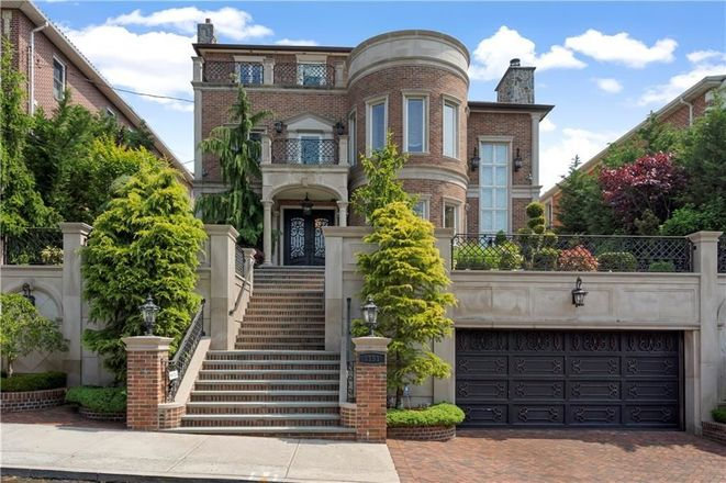 Upscale 6-Bedroom House In Dyker Heights