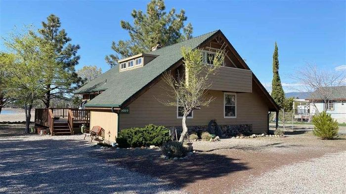 Updated 3-Bedroom House In Lake Shastina