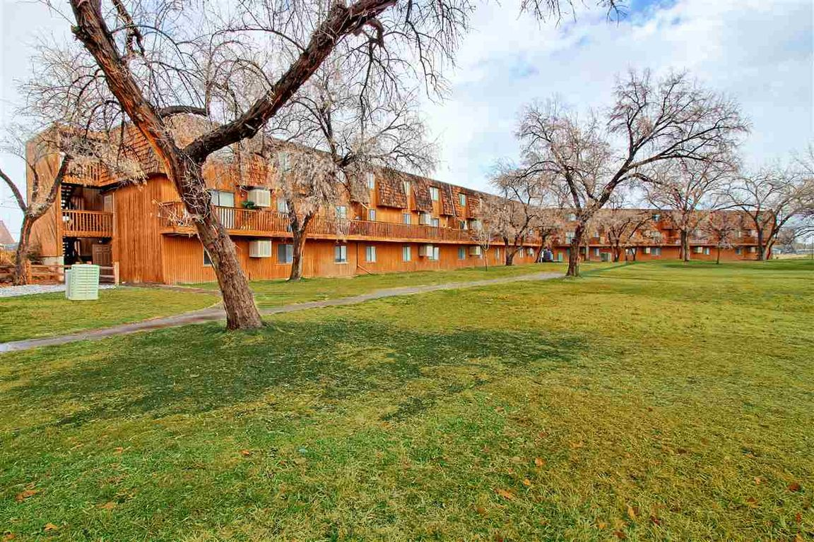 2-Bedroom House In Racquet Club Apartments
