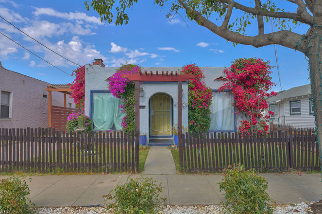 Remodeled 2-Bedroom House In South Salinas