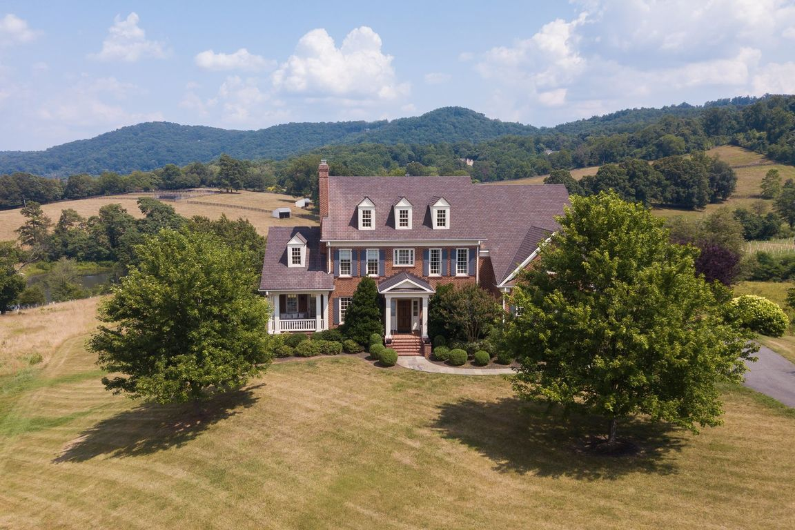 Renovated 5-Bedroom House In Ragged Mountain Farm