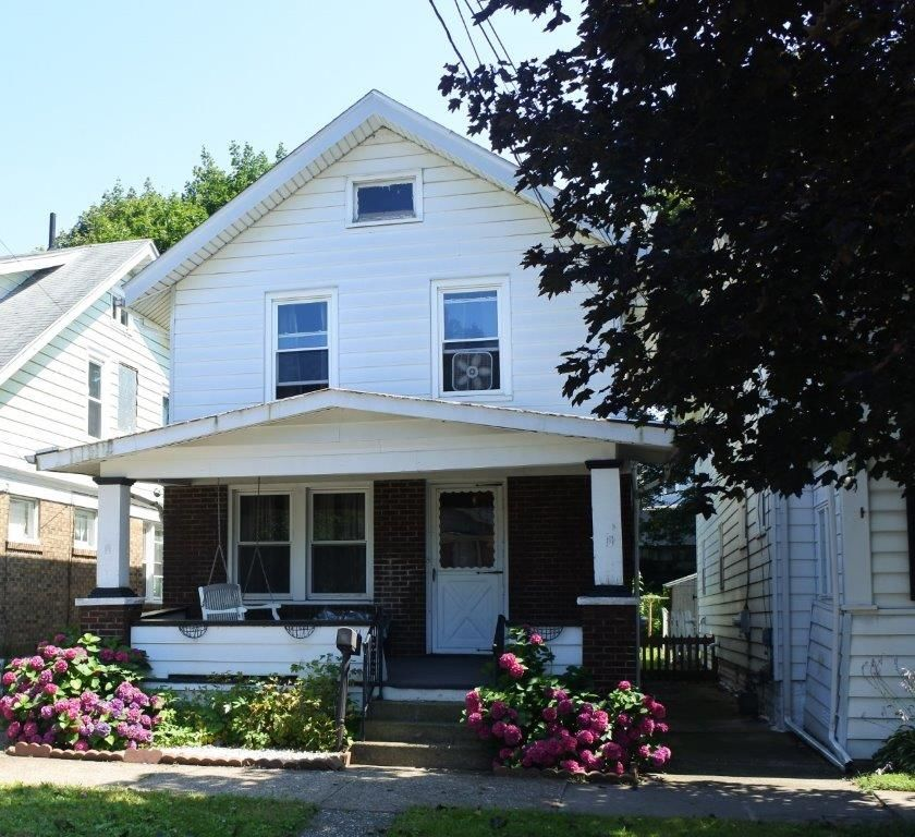 Updated 3-Bedroom House In West Side Squires