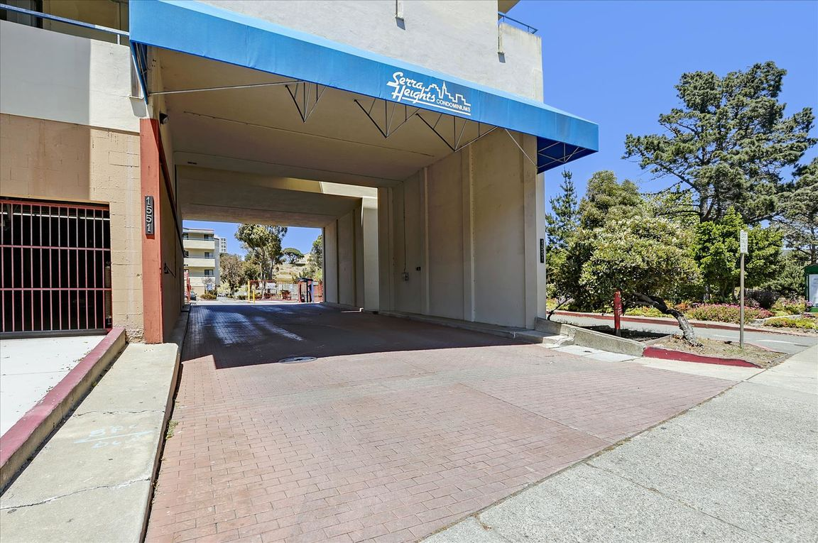 1296 SqFt Condo In St Francis Heights