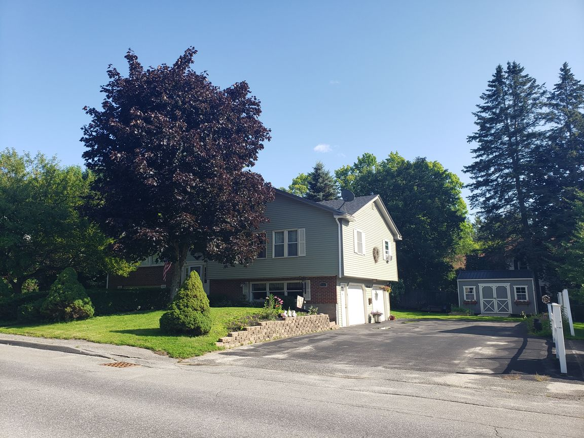 Renovated 5-Bedroom House In Waterville