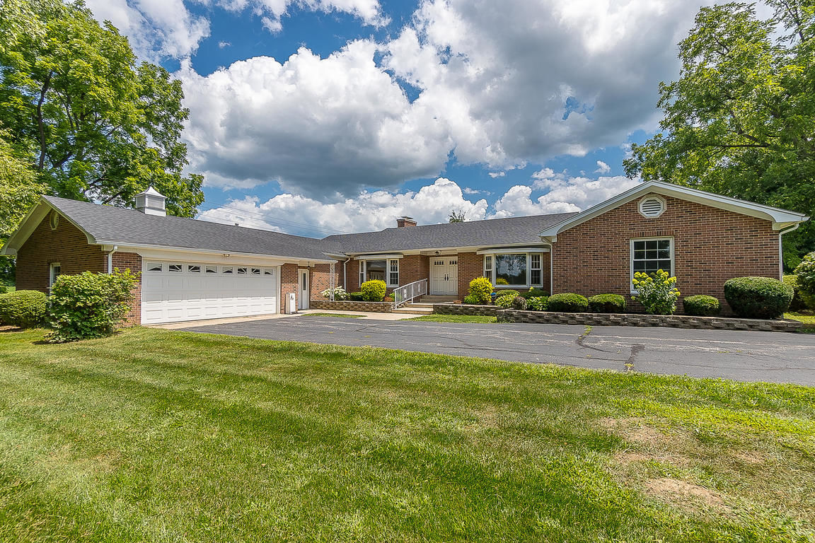 Updated 4-Bedroom House In Troy