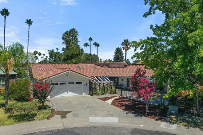 2570 SqFt House In Greenhaven