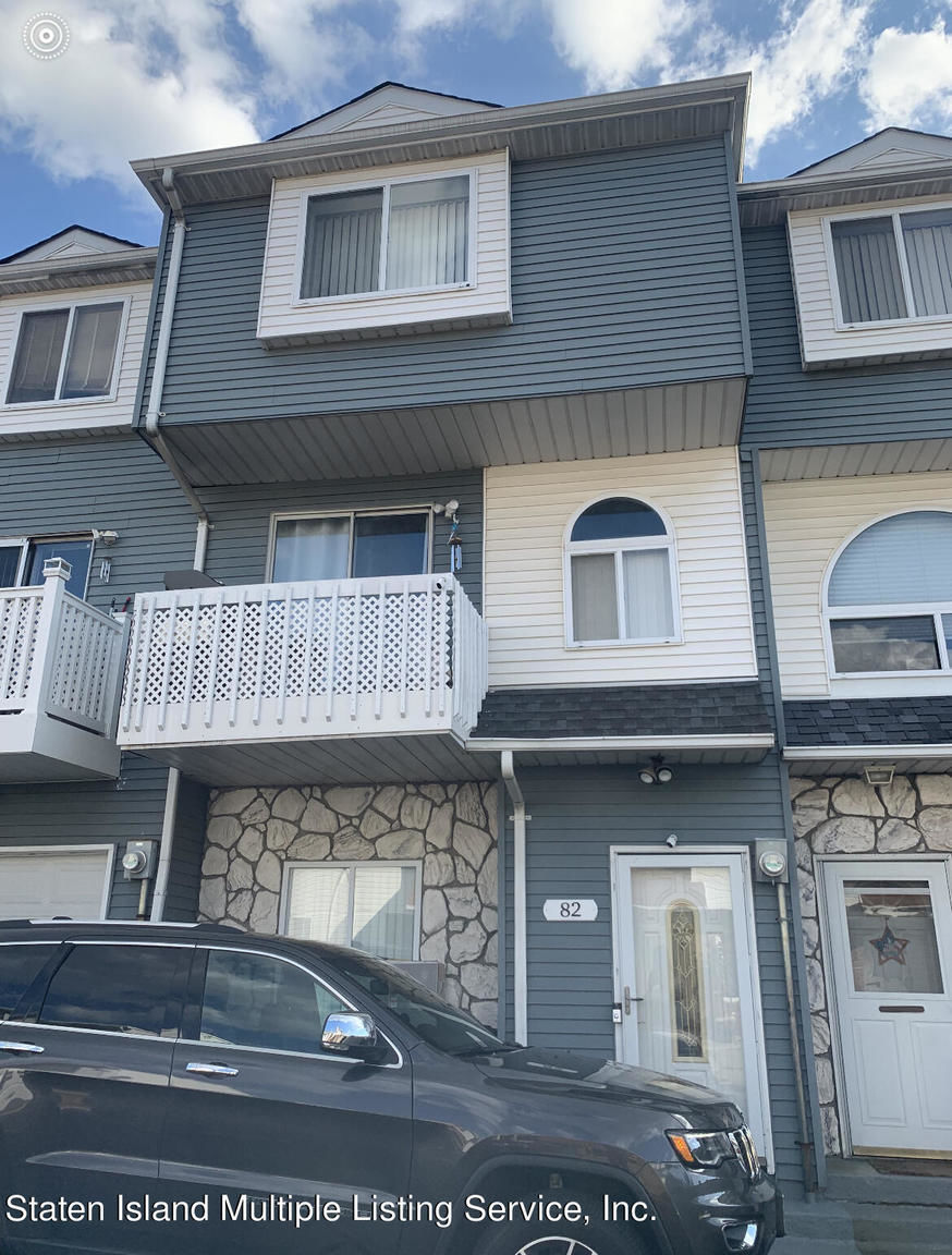 Renovated 2-Bedroom Townhouse In Staten Island