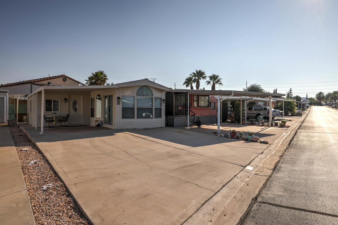 Refinished 2-Bedroom Mobile Home In Dixie Downs Rv Resort
