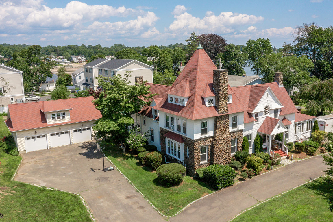 Updated 5-Bedroom House In Woodmont