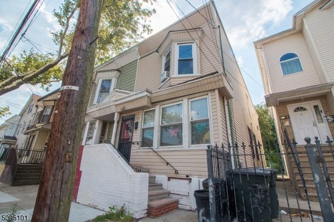 3-Bedroom House In Seventh Avenue