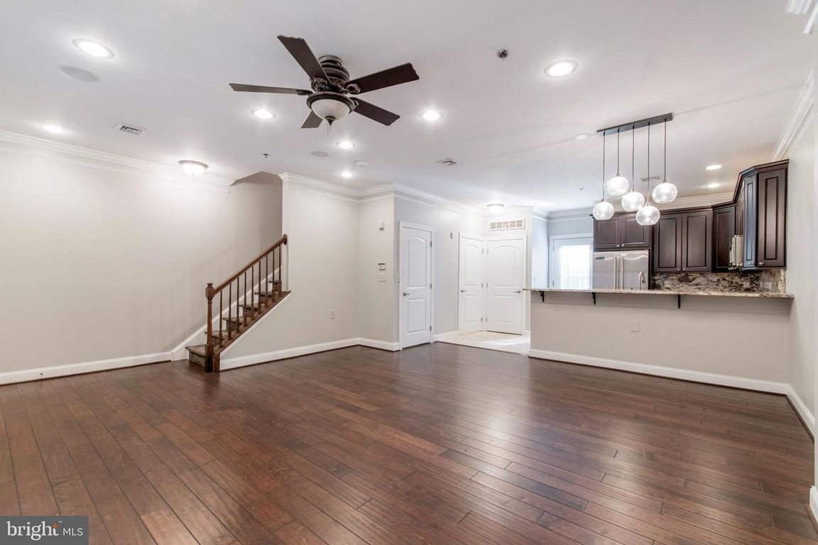 Updated 2-Bedroom Townhouse In Old City