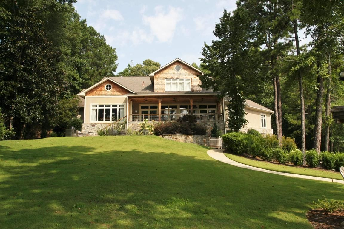 Remodeled 5-Bedroom House In Willow Point Estates