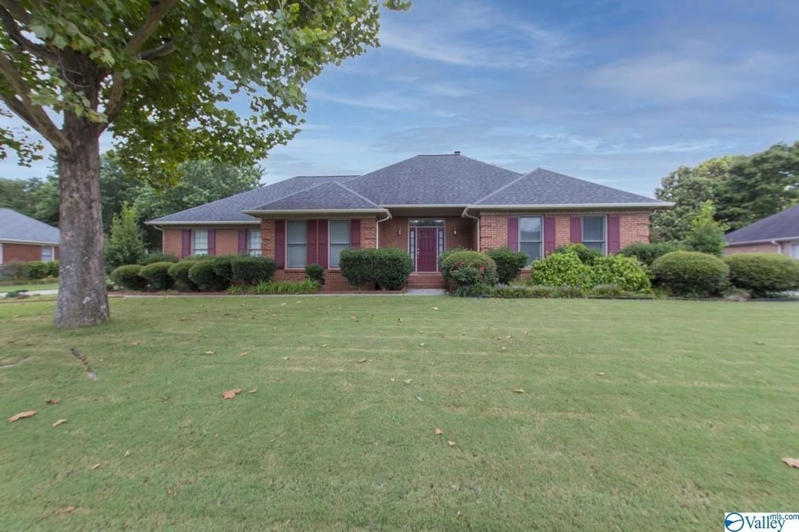 Updated 4-Bedroom House In Monte Sano District