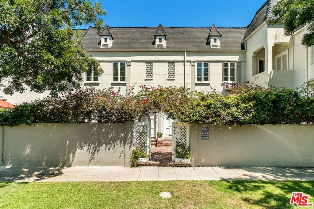 Remodeled 3-Bedroom Townhouse In Beverly Hills