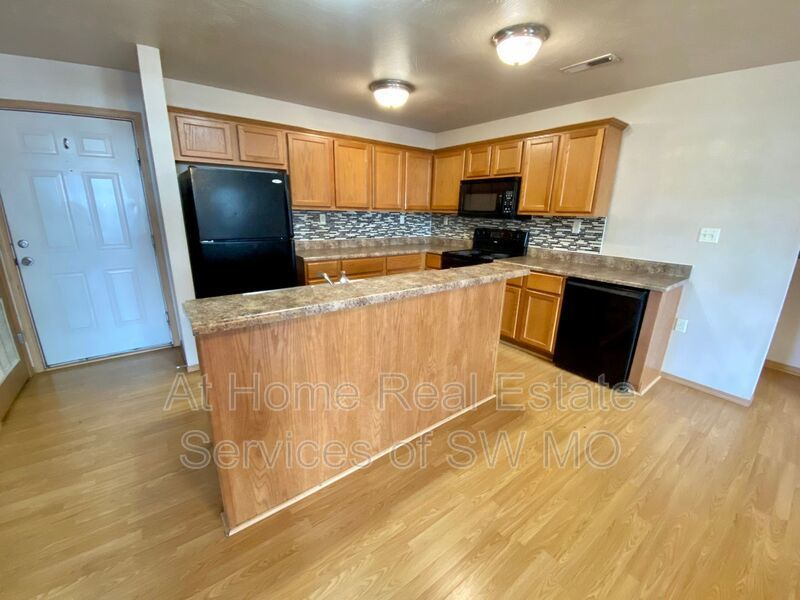 1295 SqFt House In Downtown Springfield