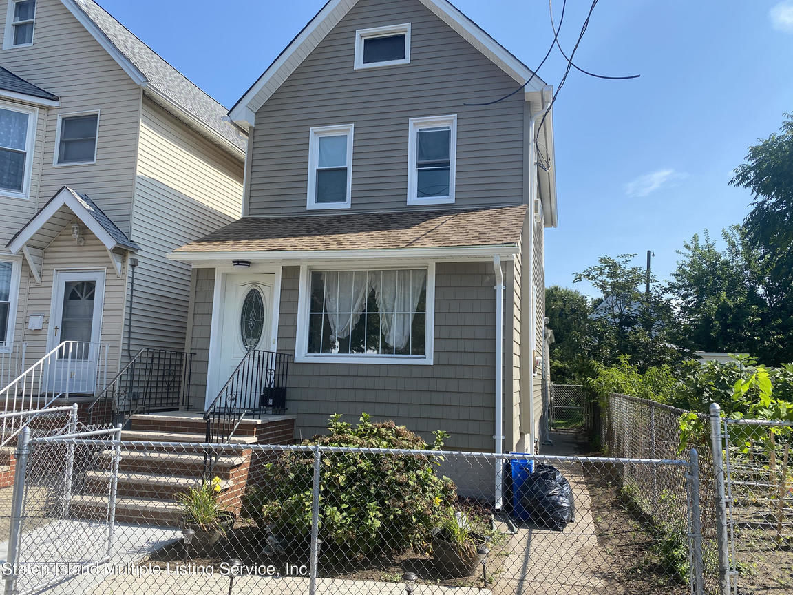 2-Story House In Port Richmond