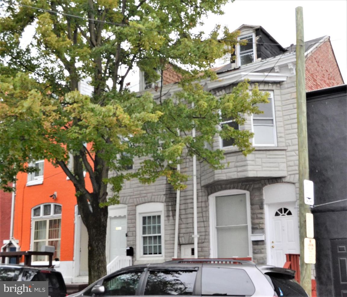 Renovated 4-Bedroom Townhouse In Southeast Community