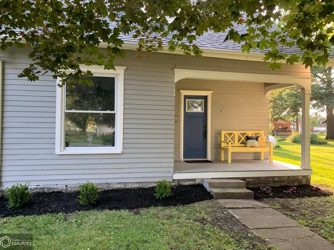 Updated 4-Bedroom House In Tingley