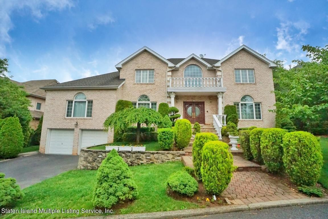 6-Bedroom House In Todt Hill