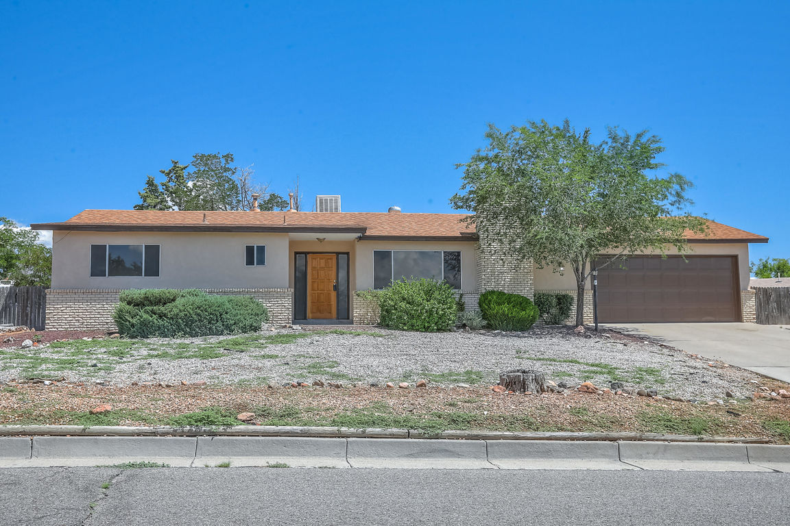 1-Story House In Corrales Heights