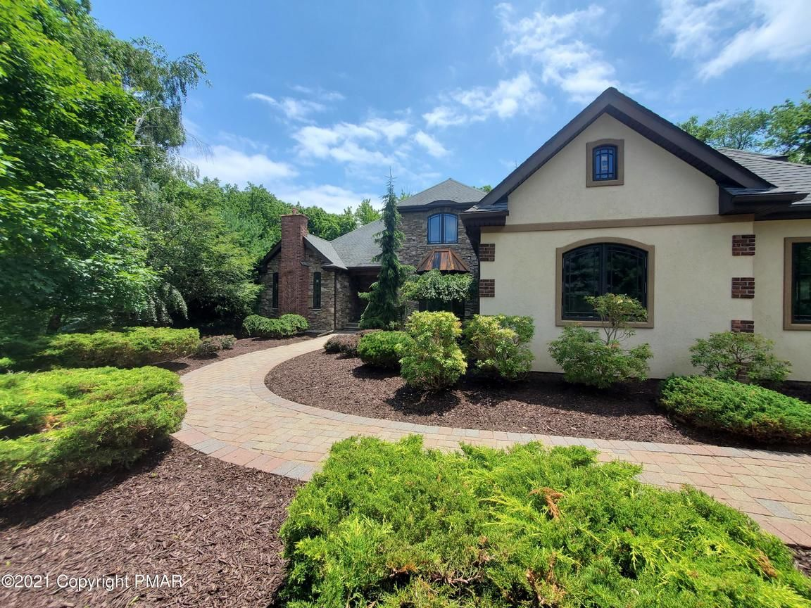4611 SqFt House In Canadensis