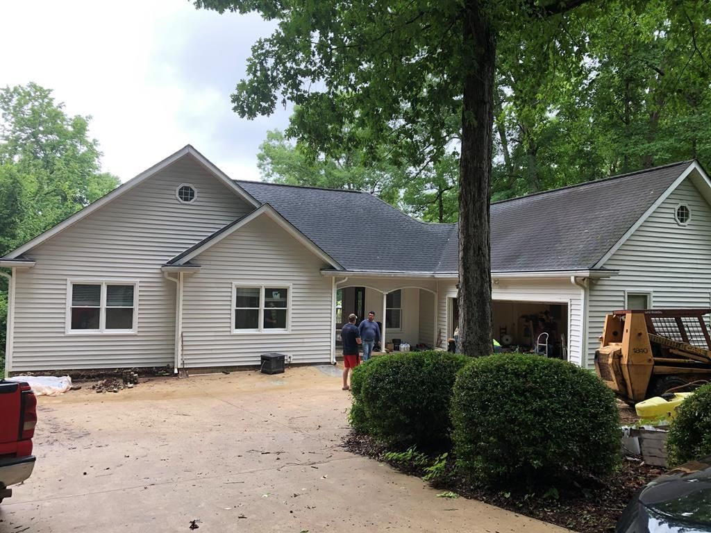 Remodeled 6-Bedroom House In Sparta
