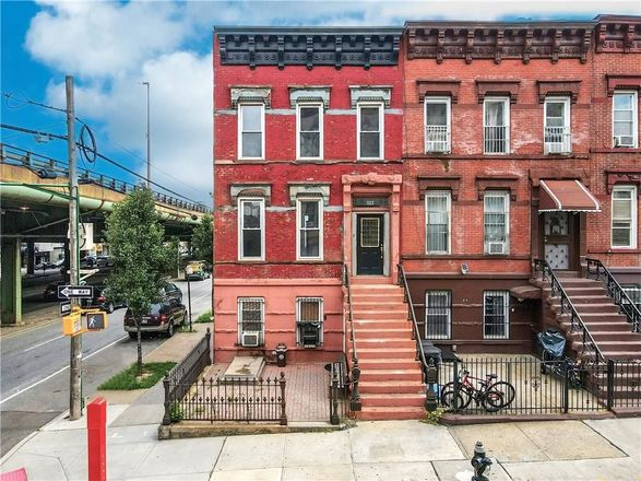 2-Story House In Sunset Park