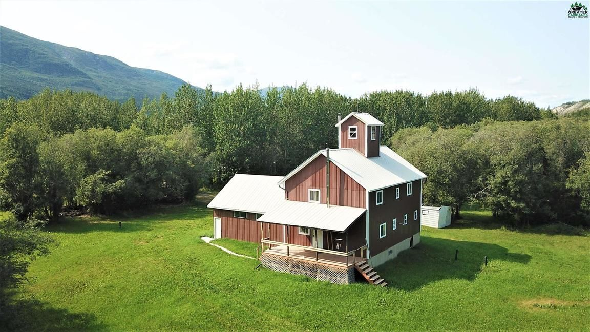 2-Story House In Chitina