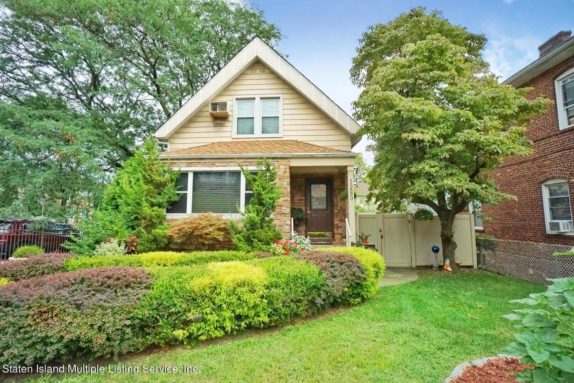 House In Dongan Hills