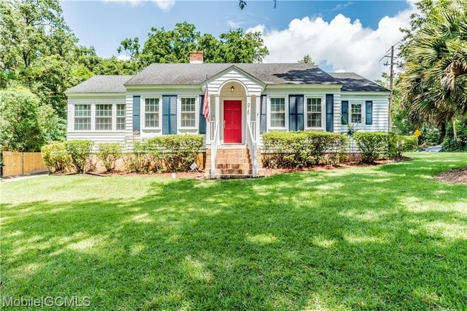 Updated 4-Bedroom House In Park Place