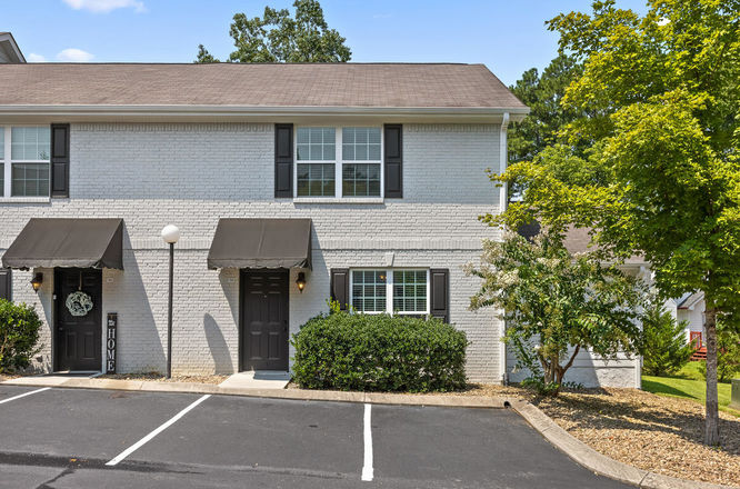 Renovated 3-Bedroom Townhouse In Hickory Valley Hamilton Place