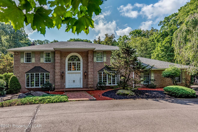 Stately 4-Bedroom House In Dallas