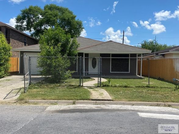 3-Bedroom House In Paso Real
