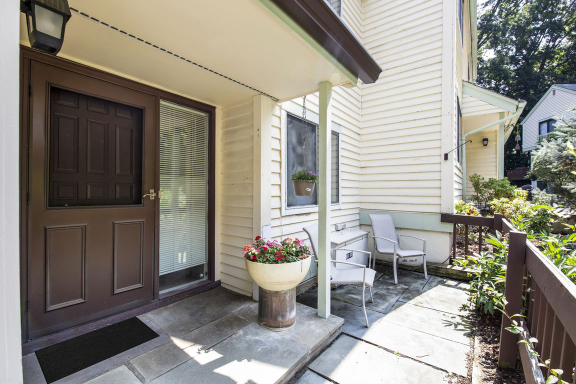 Renovated 3-Bedroom Townhouse In Irvington