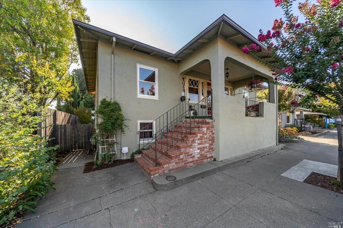 Updated 2-Bedroom House In Central Napa