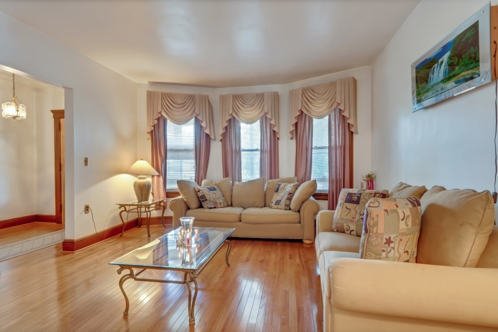 3-Bedroom House In Lakeview