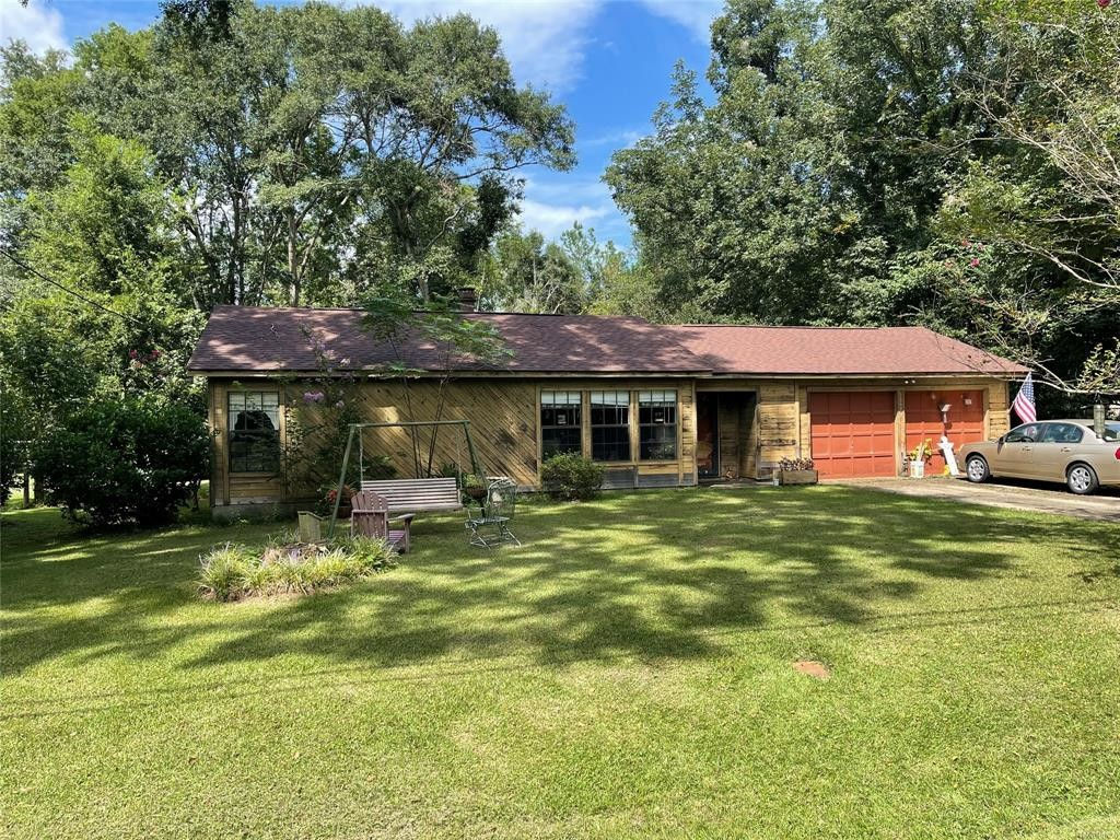 1326 SqFt House In Lazy Acres