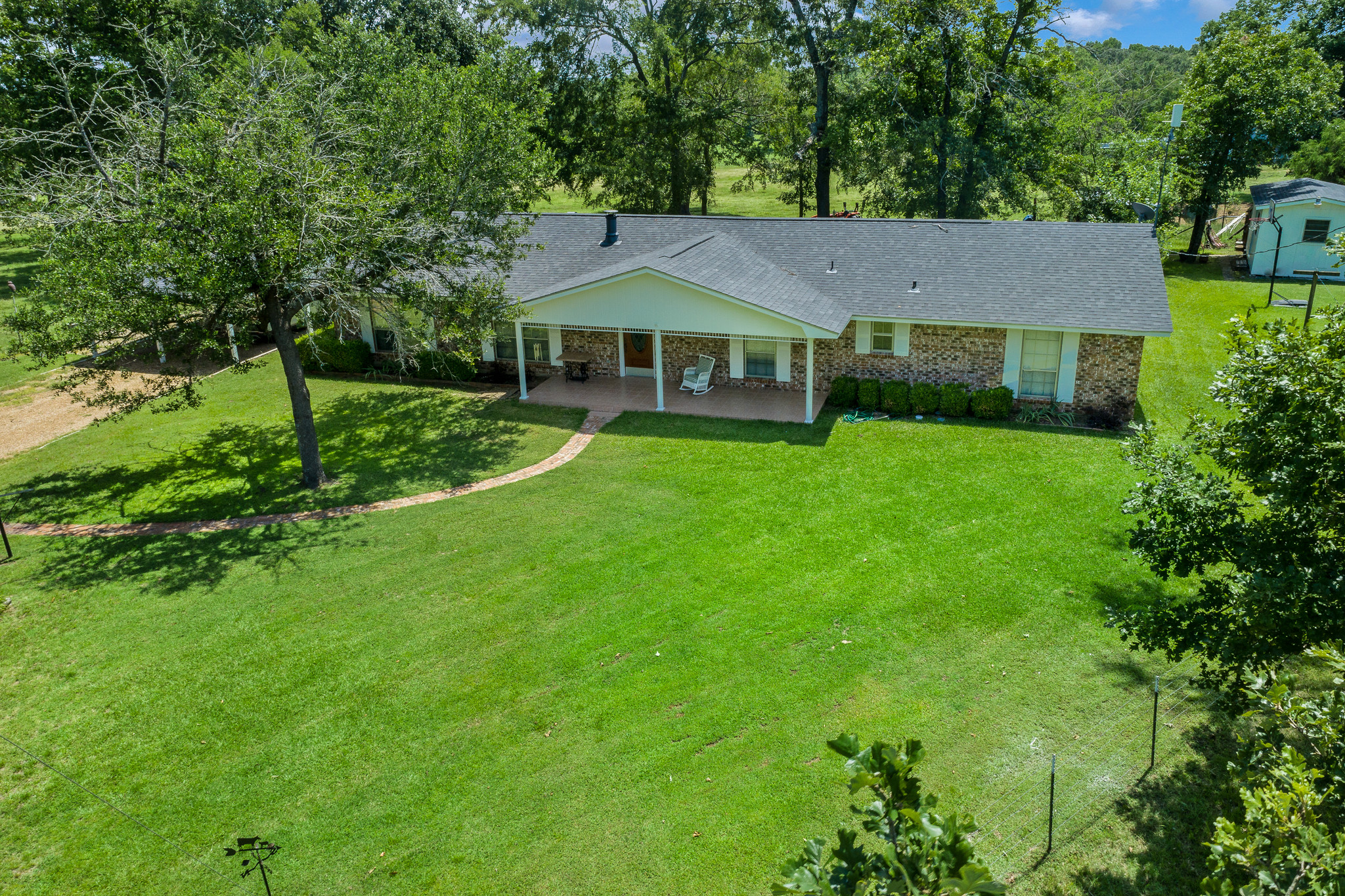 4-Bedroom House In Eustace