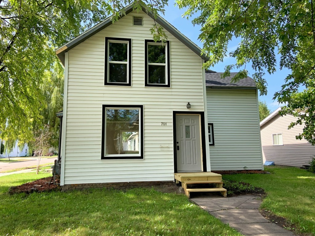 Updated 3-Bedroom House In Crookston