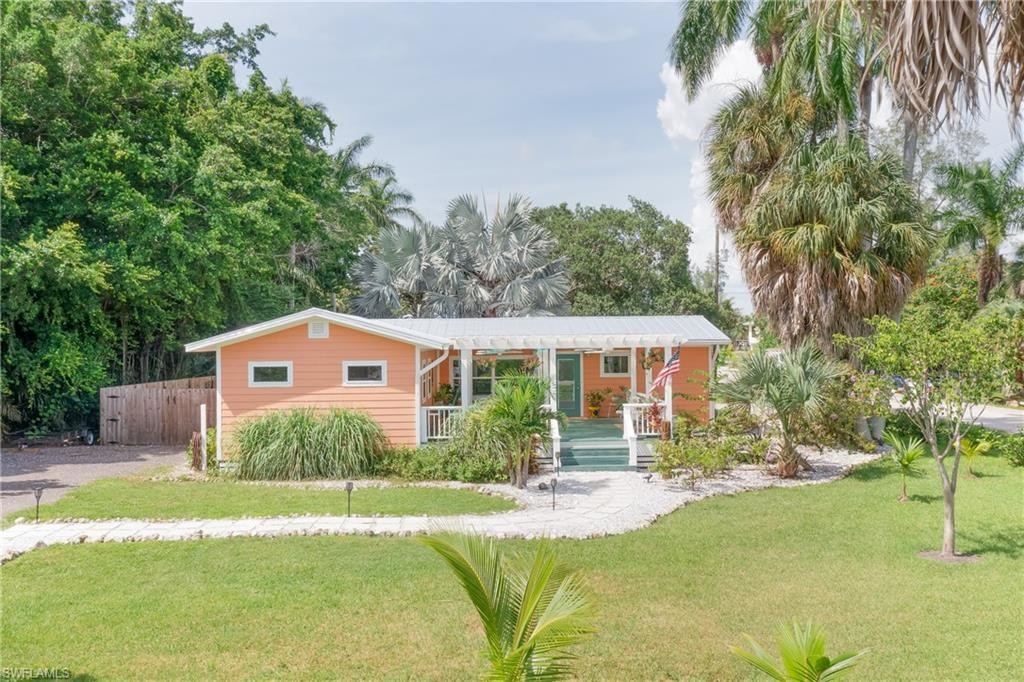 Updated 2-Bedroom House In St James City