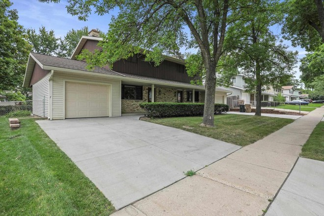 Multi-Family Home In Rimrock Heights