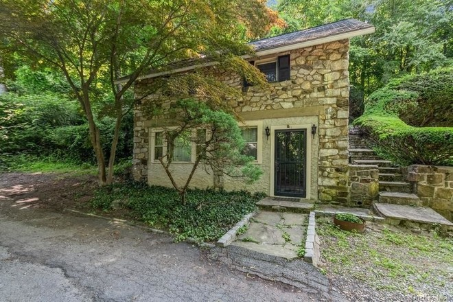 Updated 2-Bedroom House In Mahopac