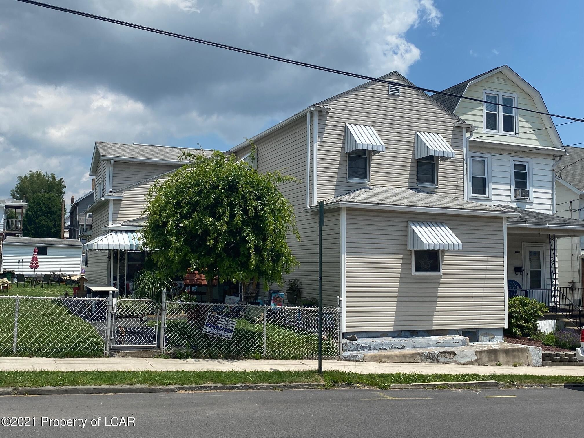 Updated 4-Bedroom House In Hudson