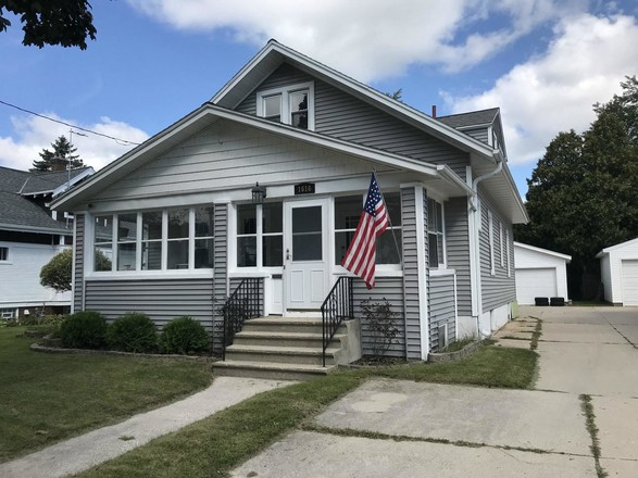 5-Bedroom House In Downtown Two Rivers