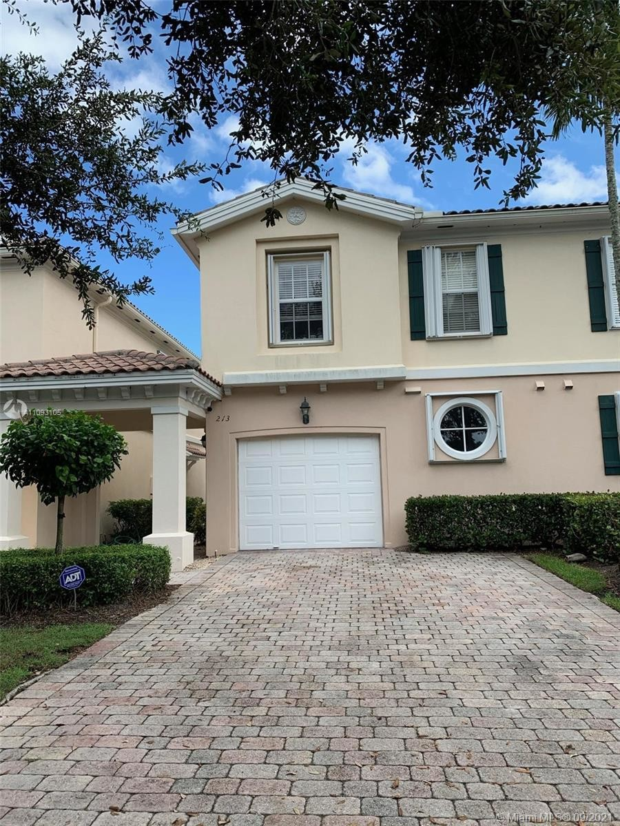 1570 SqFt Townhouse In Catalina Lakes