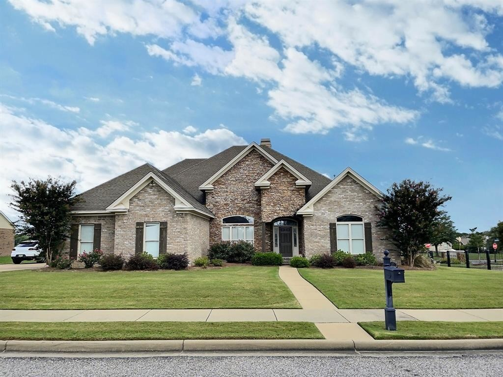 Luxurious 4-Bedroom House In Taylor Lakes