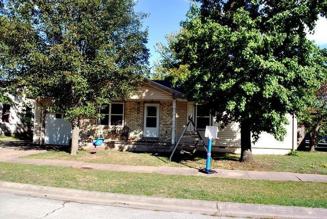 1081 SqFt House In Green Acres