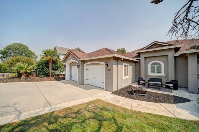 3-Bedroom House In River Lakes Ranch