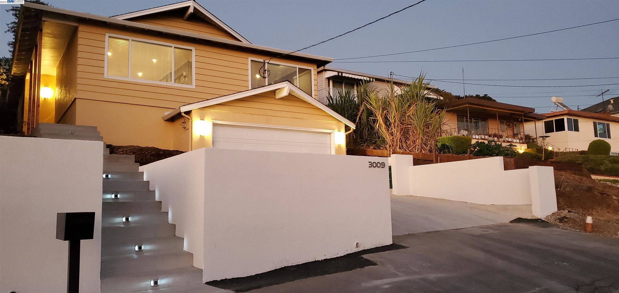 Chic 3-Bedroom House In Chabot Park