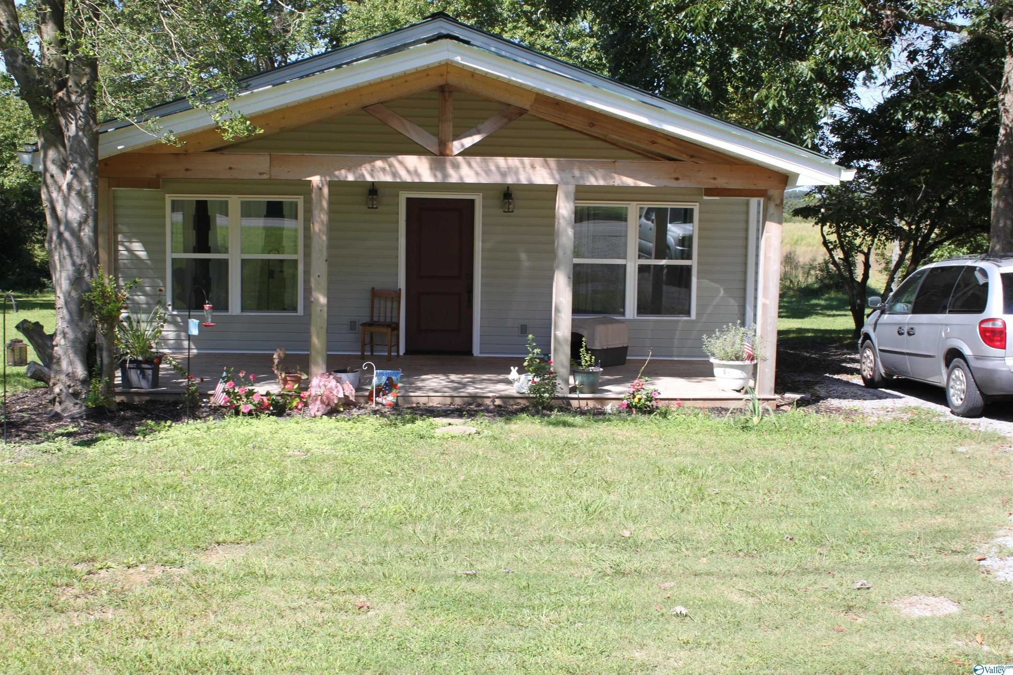 Remodeled 2-Bedroom House In Section